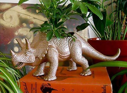 Winter Craft Ideas - Planter made of an old dinosaur toy