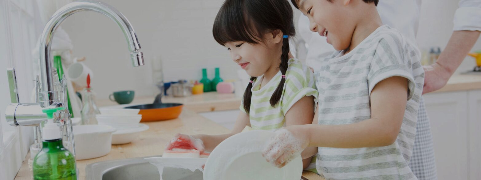 Children cleaning dishes